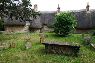 Islip churchyard with thatched cottage