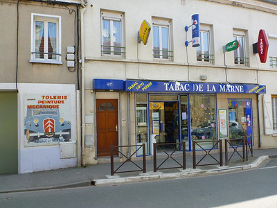 A tabac (convenience store) in Varreddes