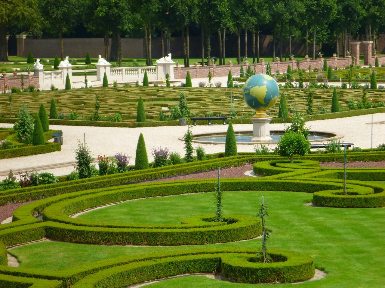 Parterre with globe fountain