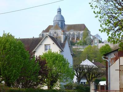 Saint Quiriace, entering the city