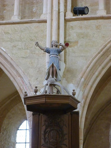 Angel atop pulpit