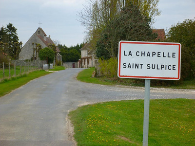 Entering La Chapelle-Saint-Sulpice