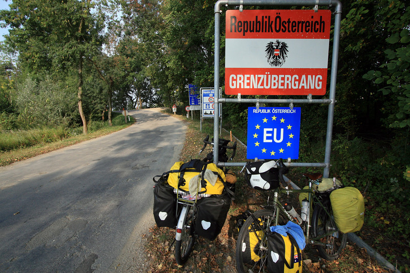 <b>19 Sept</b> The obligatory border shot, crossing into Austria