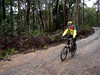 Cyclic Navigator, Daylesford (20.05.2007): Paul roars along the dirt road after playing in the Dam