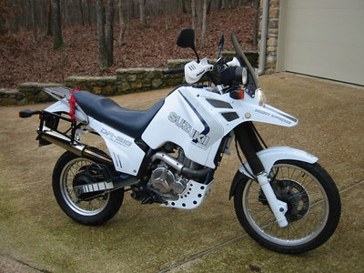 1988 Suzuki DR650S 'DR Big' - custom Shadbolt cam, staintune muffler, rejetted slingshot carbs, custom panniers. Huge.