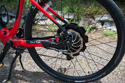 """Motor and disk brake -there is a torque sensor that detects pedal effort and adds motor effort! The wheels are 29"""" and are slicks."""