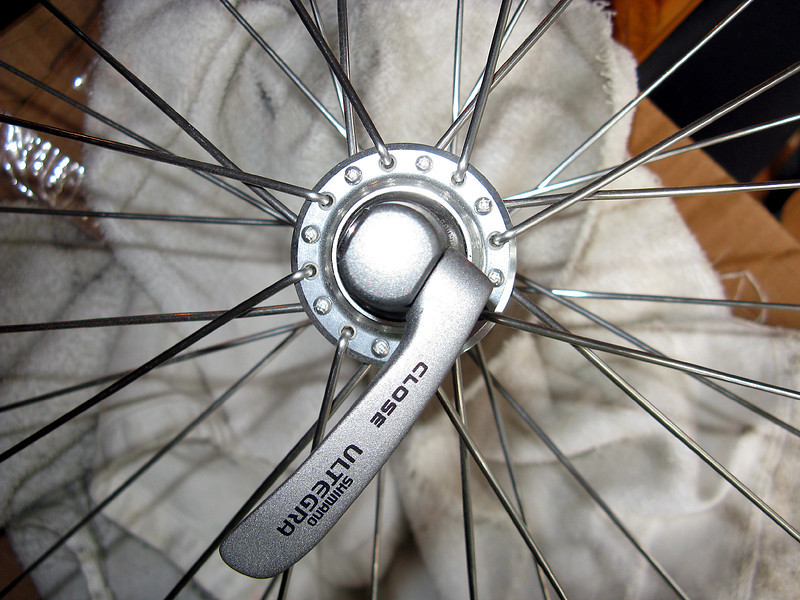 Front 32-hole Shimano, tangential 1x both sides