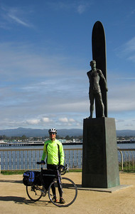 Santa Cruz (famous surfer's statue)