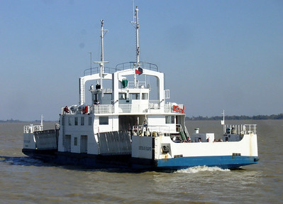 Ferry to cross the Gironde estuary to Blaye
