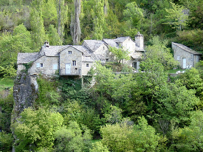 Pretty village along the Tarn River