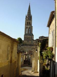 narrow cobbled street in St Emilion
