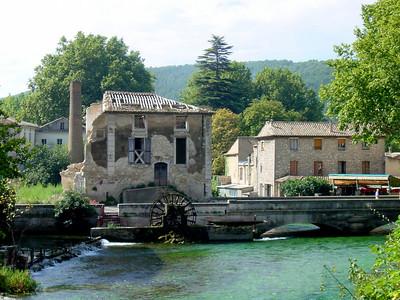 Fontaine de Vaucluse http://www.provenceweb.fr/e/vaucluse/fontaine/fontaine.htm