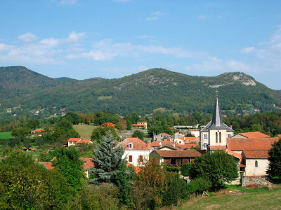 Fronsac, a quiet village before Col des Ares