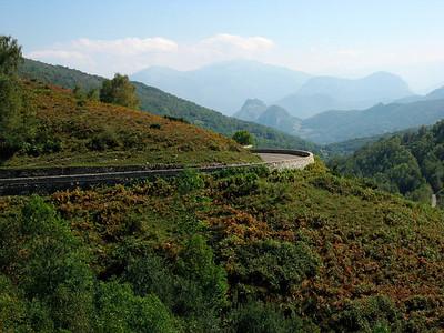 Long descent to Tarascon sur Ariege