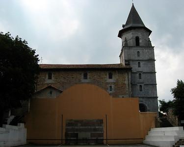Fronton (belotte basque) against the church in Ainhoa