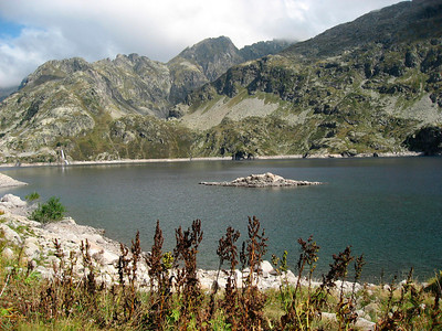 Island in the middle of Lac d'Artouste