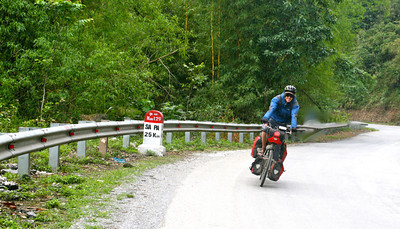 Wheeeeeeeeeee! Downhill from Sapa to the border: we're going to Chinaaaaaaa!