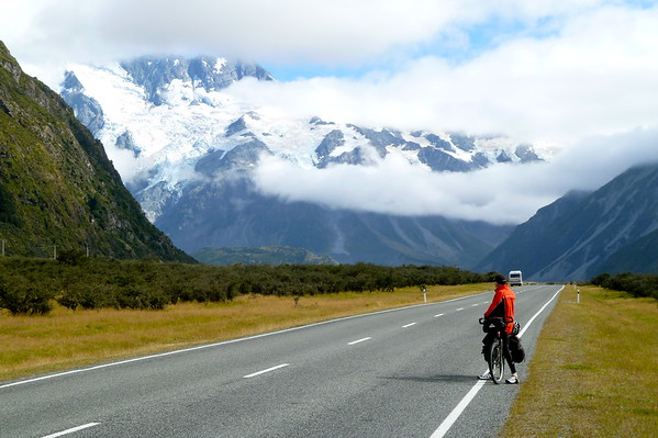 Cycling out from Mt. Cook with Martin (aka speedygonzales)