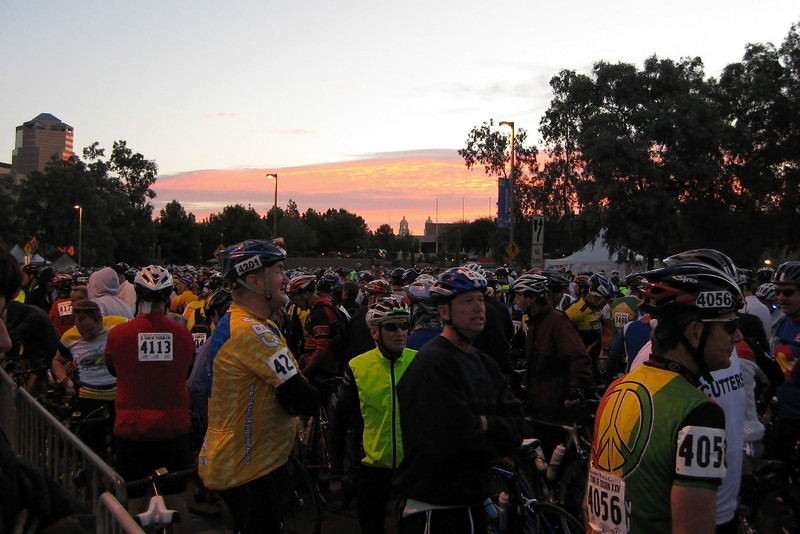 Crowd of close to 10,000 riders before the start.  Photo by Eileen Lukes.