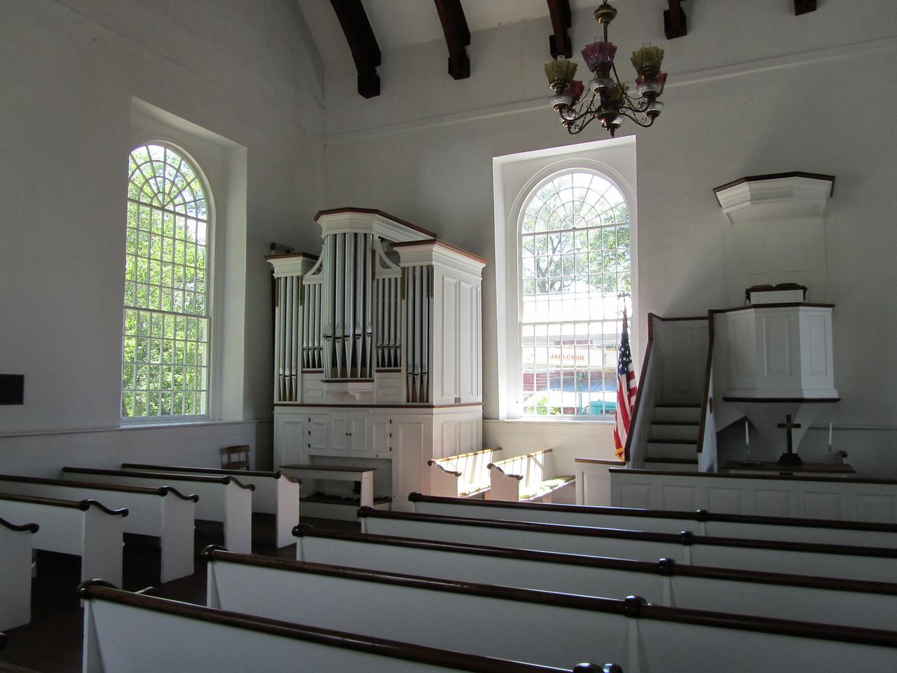 Nice old organ. Not sure if it is original.