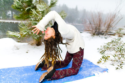 Tom_Dean-Sarah snow yoga_013