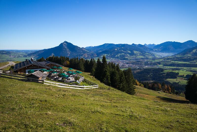 Blick auf Sonthofen von der Weltcup-Hütte, Schwaben, Oberallgäu, Deutschland