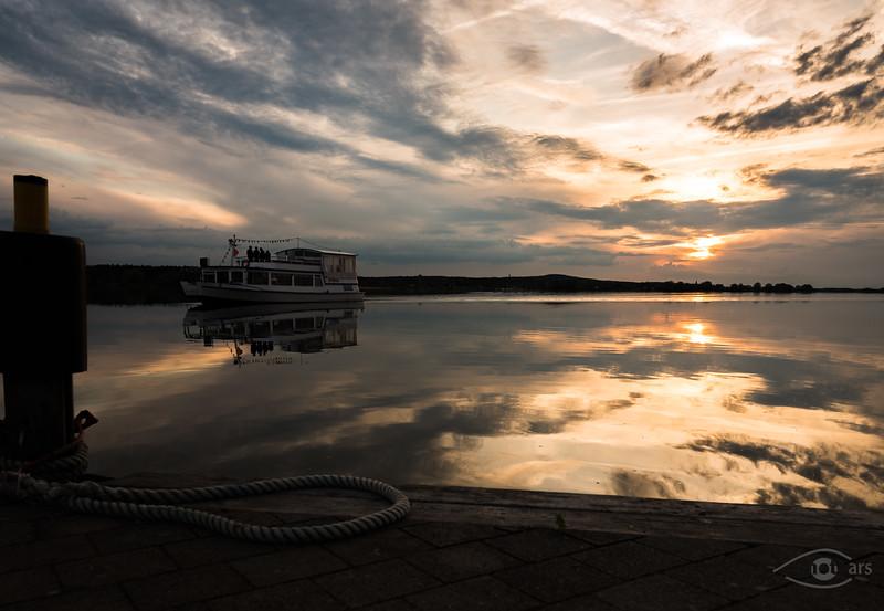 Sonnenuntergang am Altmühlsee am Dampfersteg mit Dampfer, Gunzenhausen, Bayern, Deutschland
