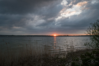 Sonnenuntergang am Ammersee vor dem Regen, Breitbrunn, Oberbayern, Bayern, Deutschland