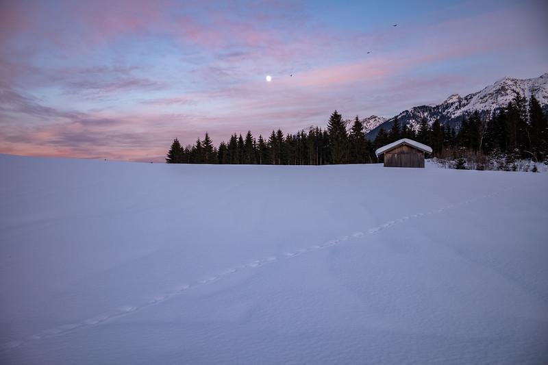 Mond geht über Krün auf, Oberbayern, Bayern, Deutschland