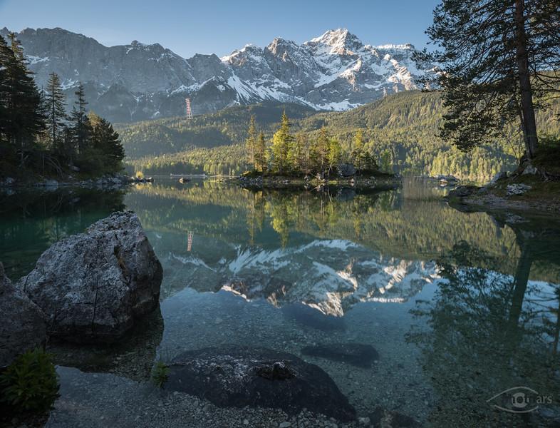 Erstes Licht am Eibsee mit Zugspitze im Hintergrund, Grainau, Oberbayern, Deutschland