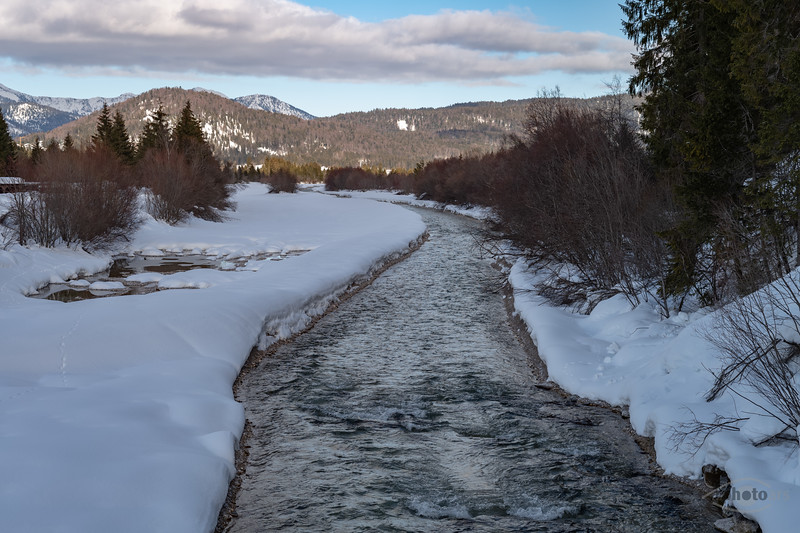 Winter an der Isar bei Krün, Oberbayern, Bayern, Deutschland