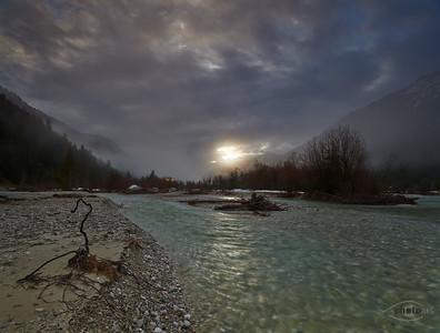 Isar im Sonnenaufgang mit Nebel, Bad Tölz-Wolfratshausen, Jachenau, Bayern, Deutschland