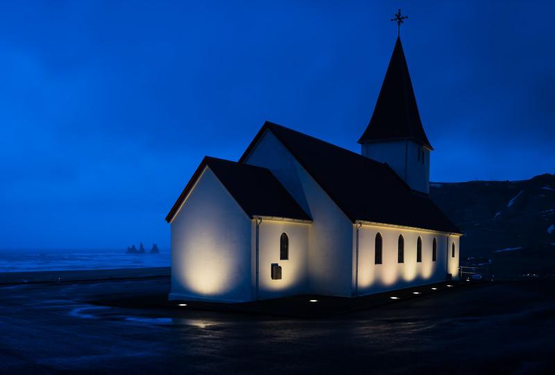 Island, Vík í Mýrdal, Kirche, Beleuchtung