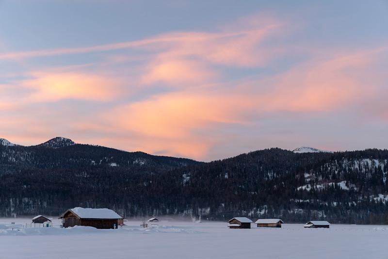Krün mit Blick Richtung Herzogstand, Oberbayern, Bayern, Deutschland
