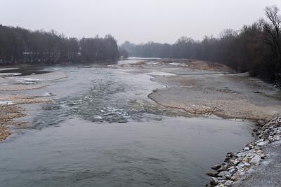 Winterlicher Lech im leichen Nebel, Hochablass, Augsburg, Schwaben, Bayern, Deutschland