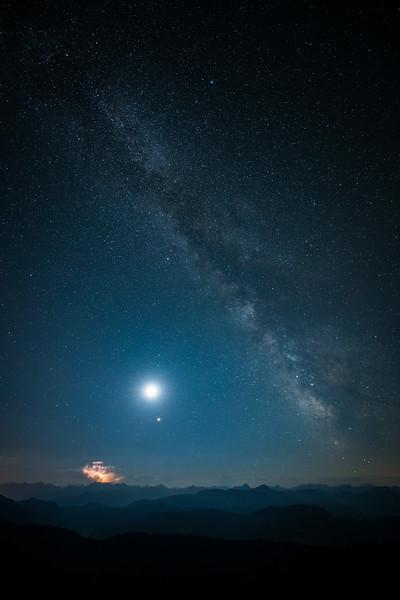 Mondfinsternis auf dem Hochgrat mit Milchstraße und Mars, Oberallgäu, Bayern, Deutschland