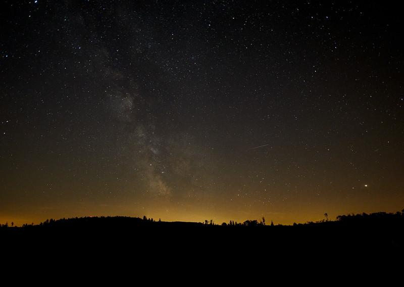 Nachthimmel und Milchstraße über der Burg, Hohenaltheim, Nördlingen, Ries, Schwaben, Bayern, Deutschland