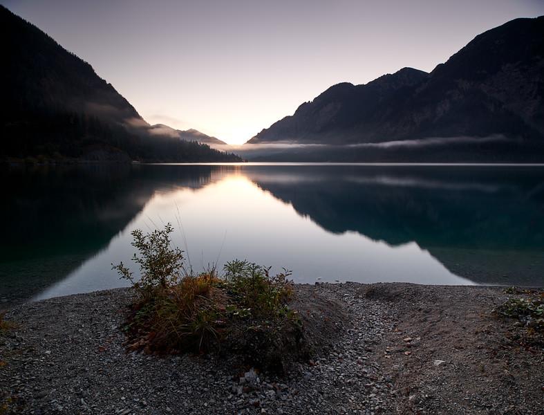 Sonnenaufgang am Plansee, Reutte, Österreich