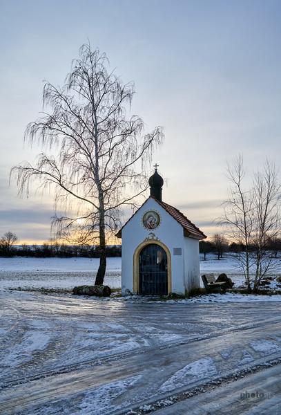 Rossmooskapelle im Winter, Inchenhofen, Kreis Aichach-Friedberg, Schwaben, Bayern, Deutschland