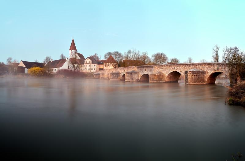 Ebermergen mit der Wörnitz-Brücke, Schwaben, Bayern, Deutschland