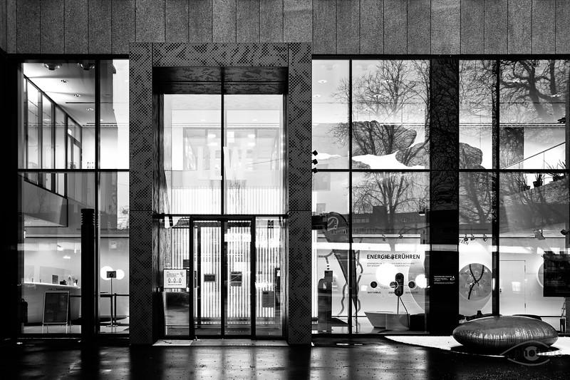 LEW Gebäude in der Nacht, Stadt Augsburg, Schwaben, Bayern, Deutschland