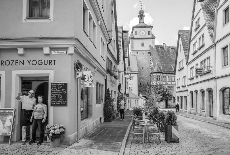 Vor dem Eisladen, Rothenburg ob der Tauber, Mittelfranken, Bayern, Deutschland