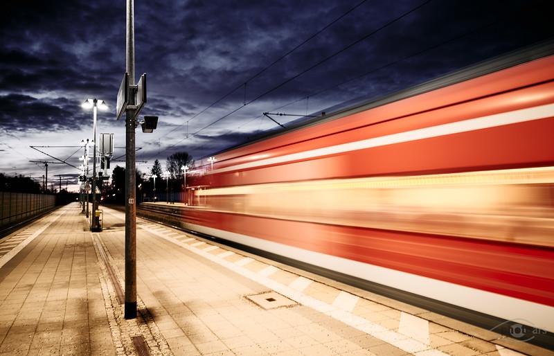 Abfahrt eines Zuges, Mering, Schwaben, Bayern, Deutschland