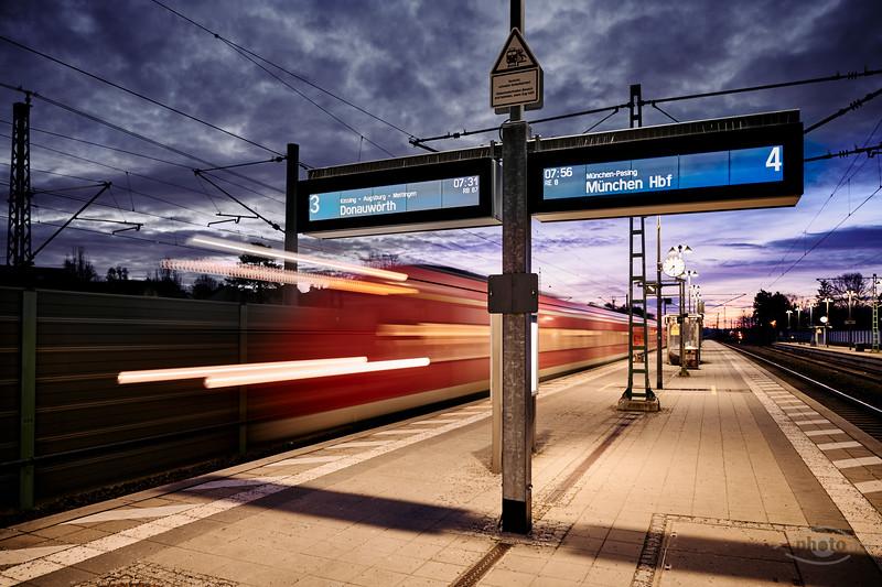 Ankunft eines Zuges, Mering, Schwaben, Bayern, Deutschland
