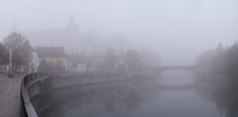 Neuburg an der Donau im Nebel, Oberbayern, Bayern, Deutsschland