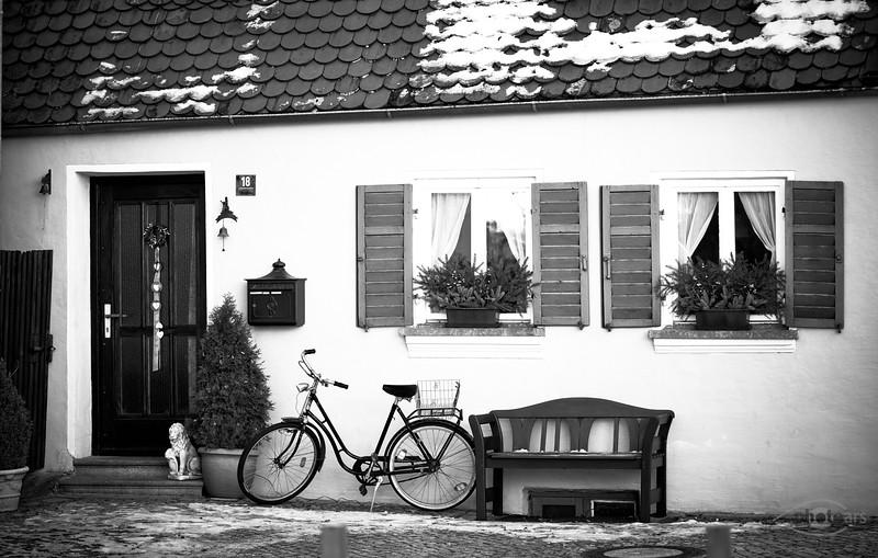 Haus mit Fahrrad in Rain am Lech, Schwaben, Bayern, Deutschland