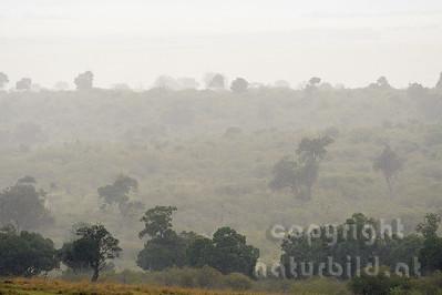 22-K40-67 - Dunst über der Central Mara