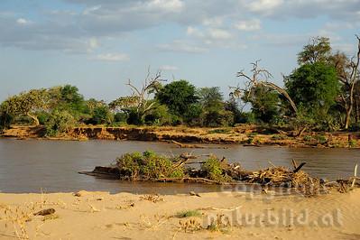 22-K40-06 - Uaso River