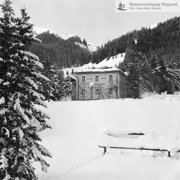 Haus mit Schnee in Davos