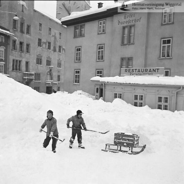 Davos Schneeräumung mit Kinder